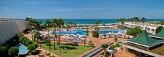 L'hôtel IBEROSTAR Royal Andalus est un établissement Tout Inclus situé au bord de la plage de La Barrosa, dans le lotissement Novo Sancti Petri, à Chiclana de la Frontera (province de Cadix). Cet élégant et vaste complexe offre un accès direct à la magnifique plage de La Barrosa, 9 km de sable blanc et de dunes, l'une des meilleures plages de la Costa de la Luz. Rénové en 2006, cet énorme centre compte 413 chambres.