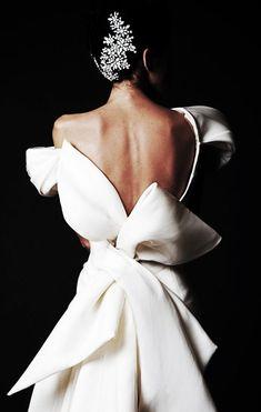 Elegant Backless Bridal Gown for the Cool Modern City Bride … - Wedding Dresses Mode Inspiration, Wedding Inspiration, Bridal Gowns, Wedding Gowns, Bow Wedding, Wedding Ceremony, Krikor Jabotian, Little Presents, Dress Vestidos