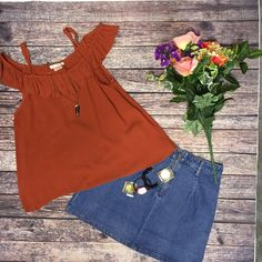 This Jean Skirt 😍// Ruffle Crop Top $22|| Denim Pocket Skirt $31.50|| Beljoy Cade Necklace $24|| Beljoy Bracelets $13 each   Comment below with PayPal to purchase and ship or comment with size for 24 hour hold  #repurposeboutique#loverepurpose#hipandtrendy#shoprepurpose#boutiquelove#summer#falltransition#style#trendy#newarrival#fall#colors#jeanskirt