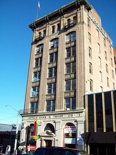 The Metals Bank & Trust Co. Building; a high-rise in Butte dating back to the city's Early 20th Century copper mining heyday. The building has stood tall for decades, but has languished due to the copper bubble bursting and the ensuing misfortune of  http://viettelidc.com.vn