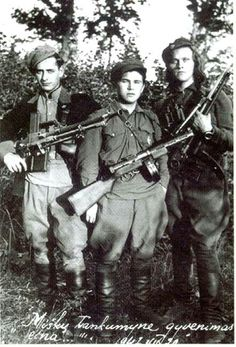Three Soviet partisans. The guns are two Czech ZB-26 7.92x57 LMG's and a Soviet PPD-40 7.62x25mm SMG