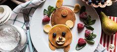 Al contrario que los finos crepes, los pancakes son más esponjosos y densos. Puedes rellenarlos o cubrirlos de mermelada, nutella, sirope de ágave, con frutas, nata montada... O incluso hacer tus versiones saladas! Quieres ser el rey de las pancakes?...