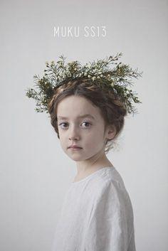 un po' sbiavida, mi piace molto però la corona, e anche la sofficità. la renderei più rosata sull'incarnato