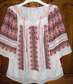 Popular Folk Embroidery Traditional Romanian ie Folk Embroidery, Learn Embroidery, Embroidery Patterns, Machine Embroidery, Embroidery Stitches, Antique Quilts, Embroidery Techniques, Fashion Art, Fancy Clothes