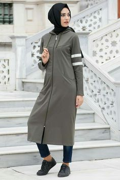 Tesettür eşofman tesettür eşofman, 2019 исламская одежда, хиджаб шик ve жен Abaya Fashion, Modest Fashion, Fashion Outfits, Fashion Fashion, Mode Abaya, Mode Hijab, Casual Wear, Casual Outfits, Casual Clothes