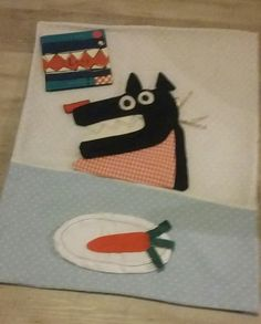 """d'après l'album """"Loup"""" d'Olivier DOUZOU. Raconte tapis qui permet de construire le loup au fur et à mesure de la lecture."""