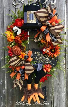 Thanksgiving Wreaths, Fall Wreaths, Door Wreaths, Fall Door Decorations, Scary Halloween Decorations, Pumpkin Wreath, Diy Projects To Try, Door Hangers, Fall Halloween