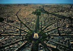 Arco do Triunfo - Paris  http://www.tabonito.pt/30-imagens-aereas-mais-surpreendentes-que-ja-viste