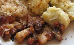 Moravský vrabec s chlupatými knedlíky a se zelím Mashed Potatoes, Poetry, Meat, Chicken, Ethnic Recipes, Food, Whipped Potatoes, Smash Potatoes, Essen
