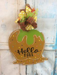 Halloween Door Hangers, Fall Door Hangers, Halloween Candy Apples, Fall Halloween, Pumpkin Canvas, Halloween Wood Crafts, Autumn Crafts, Fall Diy, Caramel Apples