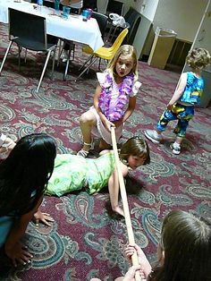 Luau parties are very popular this year. Try these fun and easy games for kids and their friends at your next summertime party. Hawaiian Party Games, Beach Party Games, Kids Party Games, Easy Games For Kids, Aloha Party, Hawaiian Theme, Tiki Party, Luau Birthday, Moana Birthday