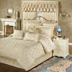 Princess Ann Grande Bedspread: I would love this one for my daughter's bedroom. Bedroom Bed, Dream Bedroom, Bedroom Decor, Gold Comforter, Luxurious Bedrooms, Beautiful Bedrooms, Bed Spreads, Luxury Bedding, Bedding Sets