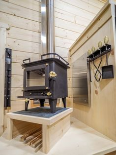 The Crow Off Grid Cabin – Tiny House Swoon by showhacker Off Grid Tiny House, Off Grid Cabin, Tiny House Swoon, Small Cabin Plans, Tiny House Plans, Tiny House On Wheels, Mini Wood Stove, Tiny House Wood Stove, Cabin Design