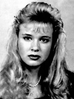 Is that Kelly Bundy?  Nope, just a young Renee Zellweger.