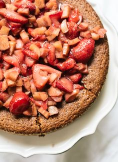 Recipe: almond cake with roasted strawberries and rhubarb