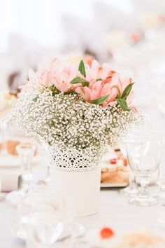 Romantic wedding flowers decorations with dusty pink lilys and babysbreath Romantic Wedding Flowers, Wedding Flower Decorations, Table Decorations, Dusty Pink, Destination Wedding Photographer, Wedding Venues, Table Settings, Lily, Home Decor