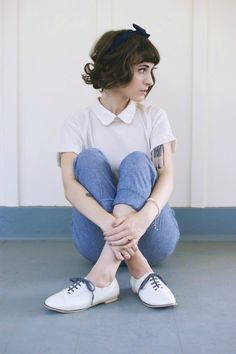 Sweet vintage inspired look vintage style cute collar oxford shoes Estilo Hipster, Estilo Denim, Style Année 60, Mode Style, 1960s Style, Moda Vintage, Vintage Mode, Retro Vintage, Vintage Shoes
