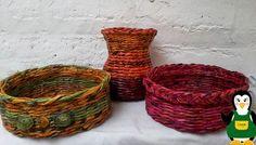 creamas manualidades: Jarrón y cestas hechas con periódico Paper Basket Weaving, Wicker Baskets, Dan, Home Decor, Videos, Google, Kids Service Projects, Wicker, Baskets