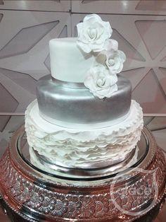 Torta de boda. Flores de azúcar
