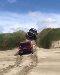 Jeep Wrangler vs Hummer Jeep Wrangler Unlimited, Jeep Wrangler Rubicon, Jeep Jku, Jeep Garage, Hummer Cars, Badass Jeep, Jeep Wave, Custom Jeep, Jeep Accessories