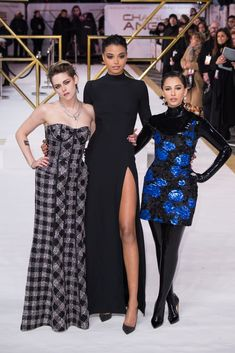 This past week, we've seen the Charlie's Angels cast shimmy down multiple red carpets, showing off their eclectic fashion styles as they promote the new movie. Best Celebrity Dresses, Celebrity Look, Celebrity Crush, Estilo Megan Fox, Charlies Angels Movie, Kristen Stewart Movies, Naomi Scott, Celebrity Portraits, Bollywood Celebrities