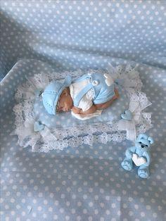 Baby van livingdoll klei, kleertjes van fimoklei.