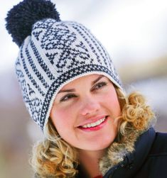 FREE online course and pattern for Norwegian Traditional Hat! Norwegian Knitting Designs, Free Courses, Knitting Accessories, Craft Organization, Lana, Knitted Hats, Knitting Patterns, Knit Crochet, Winter Hats