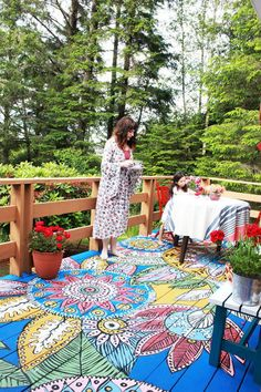 DIY painted deck by Alisa Burke - Alisa has drawn and painted her deck and it looks amazing! I've never even thought of painting the deck/patio/etc outdoors. Bohemian Patio, Bohemian Decor, Bohemian Style, Patio Bohemio, Gazebos, Alisa Burke, Yoga Studio Design, Painted Floors, Painted Rug
