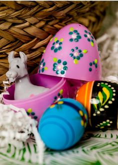 Spring Into Crafty Action with These Puffy Paint Plastic Easter Eggs Plastic Easter Eggs, Easter Egg Crafts, Upcycled Crafts, Diy Crafts, Painting Plastic, Boyfriend Crafts, Puffy Paint, Egg Decorating, Valentine's Day Diy