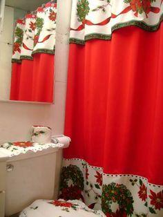 cortinas navideñas - Buscar con Google Felt Christmas Decorations, Christmas Table Settings, Diy Christmas Gifts, Christmas Scenes, Christmas Mood, All Things Christmas, Christmas Bathroom, Soft Furnishings, Home Decor