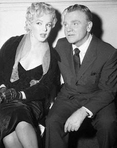 .MARILYN MONROE AND JAMES CAGNEY GOSSIPING