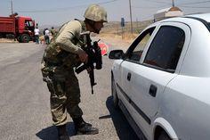 Ein Videowelchesvorgeblich Artillerie zeigt, die unter medizinischer Versorgung versteckt wurde und Teil eines Lastwagenkonvois des türkischen Geheimndienstes der nach Syrien unterwegs war. Die t…