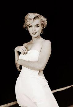 Marilyn Monroe. Milton Greene. Ballerina Sitting.