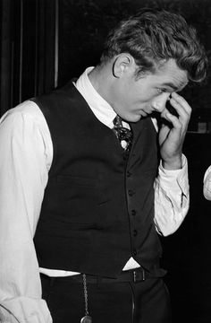 ♥ James Dean/ Old Hollywood/ Beauty/ Vintage/Innocence♥ James Dean Fotos, Vintage Hollywood, Classic Hollywood, Jack Daniels, James Dean Pictures, James Dean Style, Rebel Without A Cause, East Of Eden, Jimmy Dean