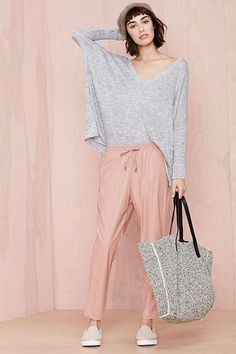 30 Sweatpants Outfits That Are Chic, Not Schlubby - chrySSa Style Casual, Casual Street Style, My Style, Look Fashion, Womens Fashion, Sweatpants Outfit, Neue Outfits, All About Fashion, Lounge Wear