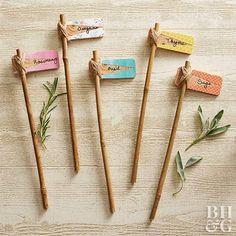 Gartenschilder Step up your plant-marker game with these fun DIY plant markers for the cutest way to Diy Herb Garden, Garden Signs, Garden Crafts, Herbs Garden, Garden Stakes, Garden Plant Markers, Herb Markers, Garden Labels, Plant Labels