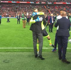David de Gea and Rio Ferdinand after the 2016 FA Cup final Rio Ferdinand, Fa Cup Final, Manchester United, The Unit, Seasons, My Favorite Things, Man United, Seasons Of The Year
