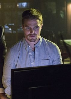 Stephen Amell spends a lot of time shirtless, but we love him just as much with a shirt — or a hood — on Arrow. The show is entering into its Colin Donnell, David Ramsey, Arrow Tv Series, Stephen Amell Arrow, Bank Robber, Queen Pictures, Design Your Dream House, Tv Episodes, Shadow Hunters
