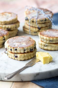 Enjoy Welsh Cakes with a cup of tea. Perfect for the morning or as an afternoon snack. These little pancakes are easy and quick to make on the griddle The Worktop Breakfast And Brunch, Breakfast Cake, Morning Breakfast, Welsh Cakes Recipe, Welsh Recipes, Easy Welsh Cakes, Welsh Dessert Recipes, English Food Recipes, Cookies