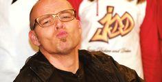 """Schon mal einen Frosch geküsst? - Am 6. Juli ist der """"Internationale Tag des Kusses"""". Pointer hat ein paar Prominente beim Küssen beobachtet und Wissenswertes rund ums Küssen zusammengestellt."""