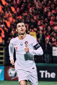 Soccer Guys, Soccer Stars, Soccer Players, Cristino Ronaldo, Cristiano Ronaldo Juventus, Football Quotes, Football Love, Cristiano Ronaldo Celebration, Ronaldo Free Kick