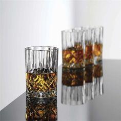 Aida Harvey lav cocktailglas, 240 ml, 4 stk - Salling. Voss Bottle, Water Bottle, Cocktails, Cocktail Glass, Drinkware, Pint Glass, Tea Lights, Liquor, Whiskey