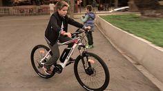 Bicicleta eléctrica, vale la pena comprar una. Cada día son más, las personas que se deciden a comprarla. Te enseñamos todo sobre una bicicleta eléctrica.