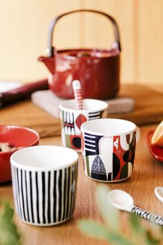 Oiva tableware by Marimekko Marimekko, Ceramic Tableware, Kitchenware, Swedish Design, Scandinavian Design, Piece A Vivre, Serveware, Interior Design Kitchen, Dinner Plates