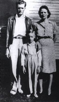 7-Vernon, Elvis, and Gladys Presley, 1942