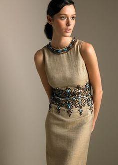 Льняное бежевое платье с вышивкой
