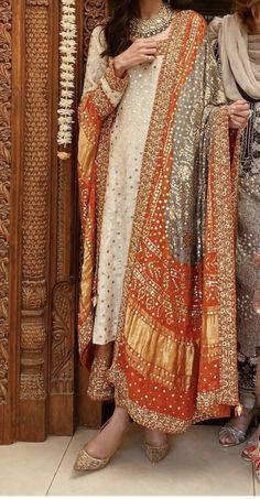 Beautiful Pakistani Dresses, Pakistani Formal Dresses, Pakistani Fashion Casual, Pakistani Bridal Dresses, Indian Fashion Dresses, Pakistani Dress Design, Indian Designer Outfits, Pakistani Outfits, Stylish Dresses For Girls