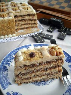 Gaga u kujni: Moka torta sa orasima i rumom Dessert Cake Recipes, Sweet Desserts, Sweet Recipes, Torte Recepti, Kolaci I Torte, Brze Torte, Torta Recipe, Baklava Recipe, Walnut Recipes