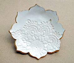 White Lotus Ceramic Trinket Dish от dgordon на Etsy, $20.00