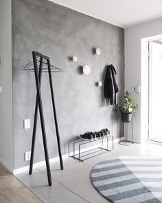 grey walls with wood hooks Entryway and Hallway Decorating Ideas Grey Hooks Walls Wood Entryway Decor, Bedroom Decor, Wood Hooks, Flur Design, Entry Way Design, Grey Walls, Interior Design Living Room, New Homes, House Design